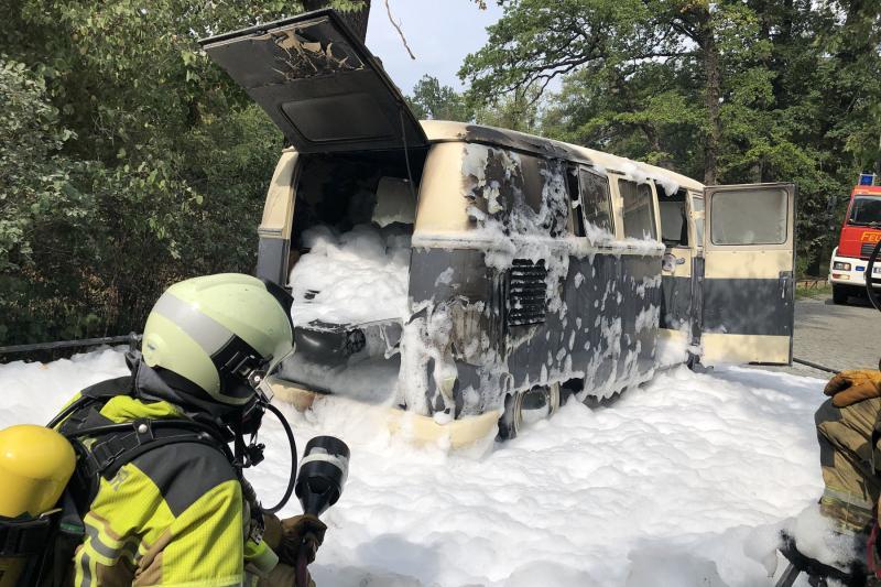 Historischer VW-Bus brannte am Lingnerschloß