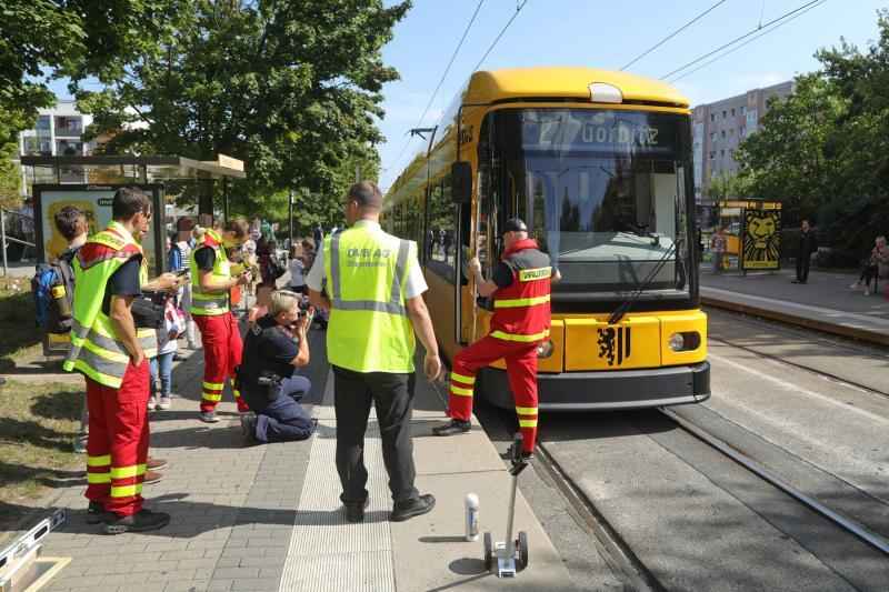 Fußgänger übersah Straßenbahn - 1 Verletzter