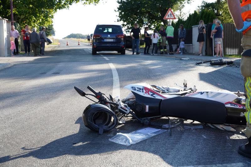 PKW übersieht Krad - Kleinkind und Biker verletzt