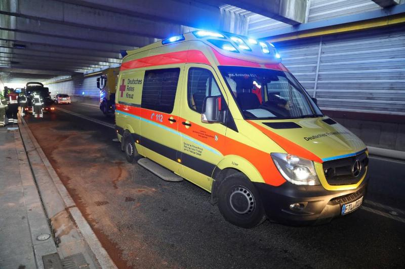4 PKW kollidieren auf Autobahnzubringer - 1 Verletzter