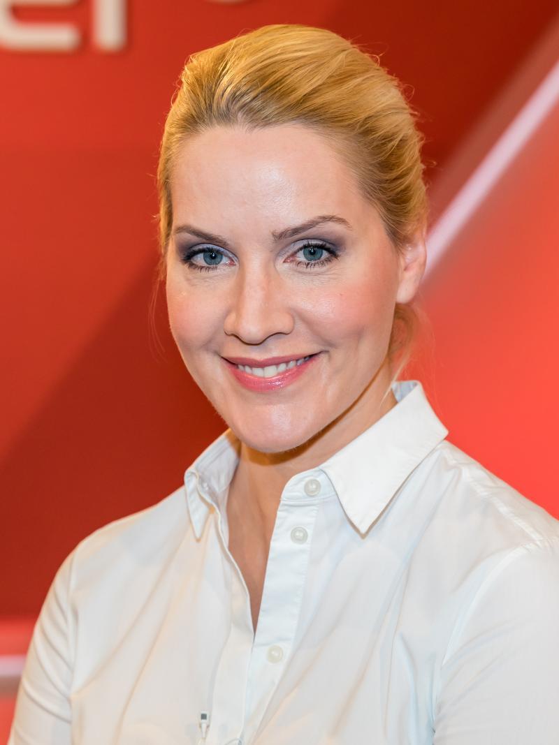 Judith Rakers moderiert den 15. Jubiläums-SemperOpernball