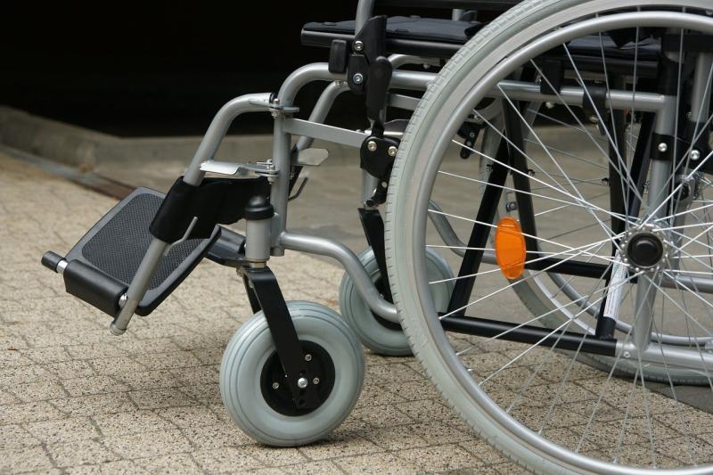 Alkoholisiert mit Rollstuhl verunfallt