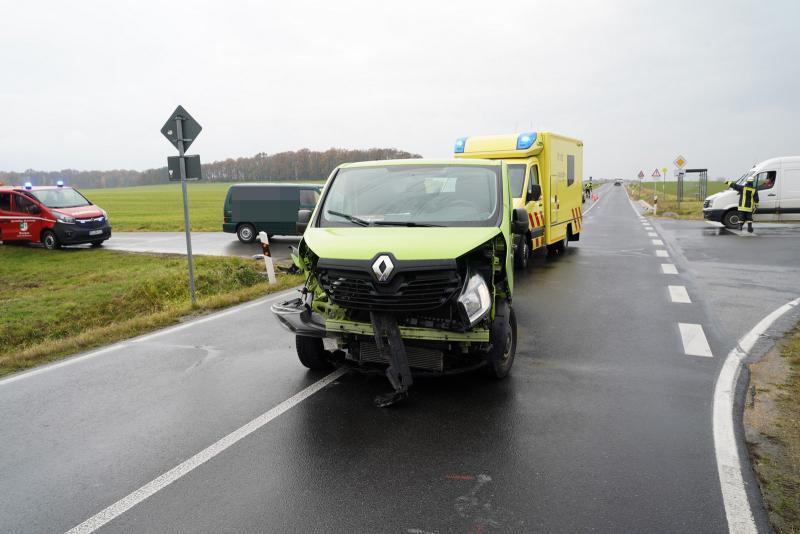 Crash an Kreuzung der S111 - 2 Verletzte