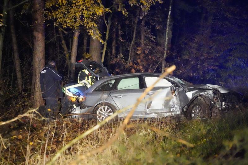 Fahrer verschwindet nach schwerem Unfall