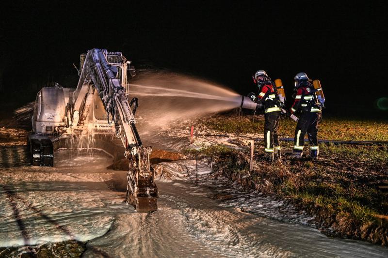 Brand von Baumaschinen -Einsatzübung der Feuerwehr