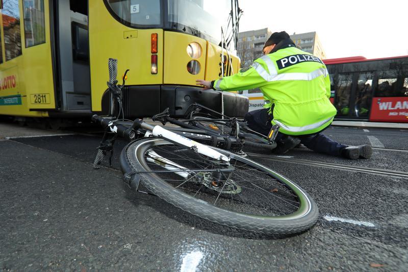 Radfahrerin kollidierte mit Straßenbahn