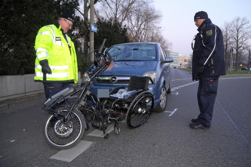 PKW kollidierte mit Rollstuhl