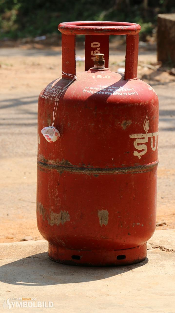 Gasflasche in Brand