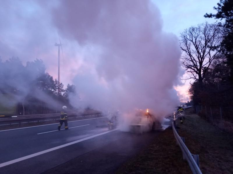 PKW-Brand auf der Autobahn
