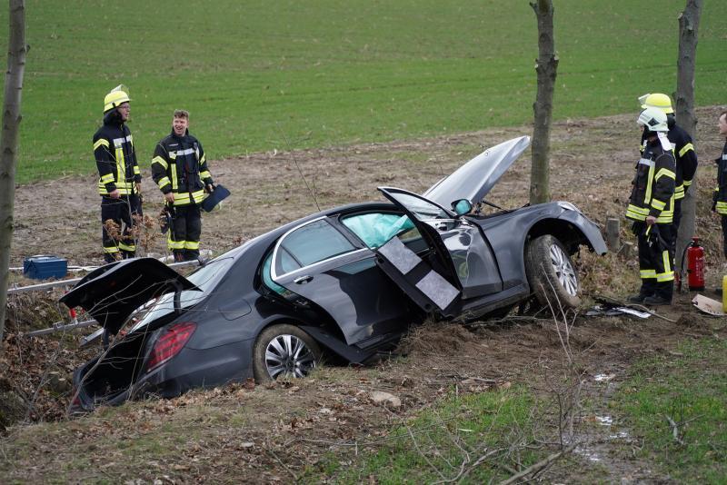 Auto gestohlen?! - Fahrer flüchtet nach Unfall