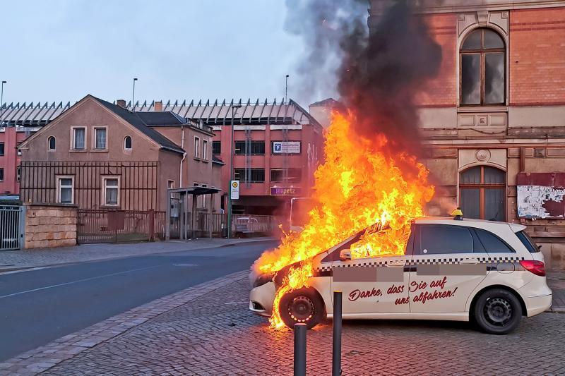 Taxi ging in Flammen auf