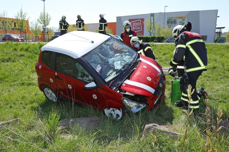 Mopedauto fuhr in den Straßengraben - 1 Verletzte