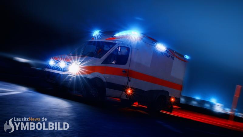 Gegen Bahnbrücke gefahren – Fahrerin verletzt