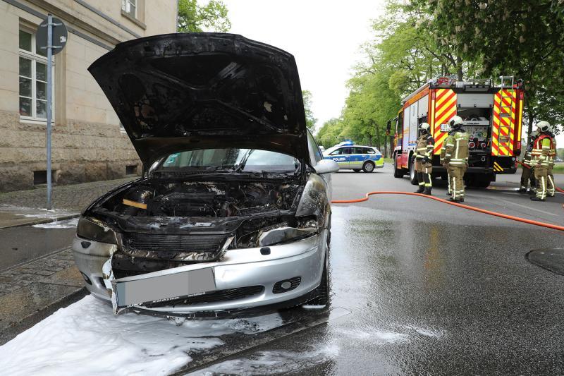 PKW ging während der Fahrt in Flammen auf