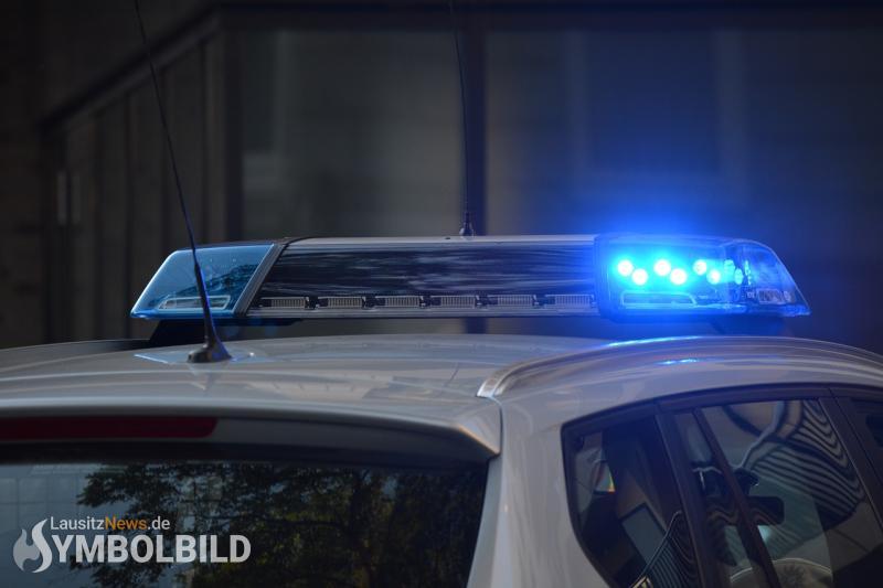Verkehrsunfall und Flucht - Zeugen gesucht