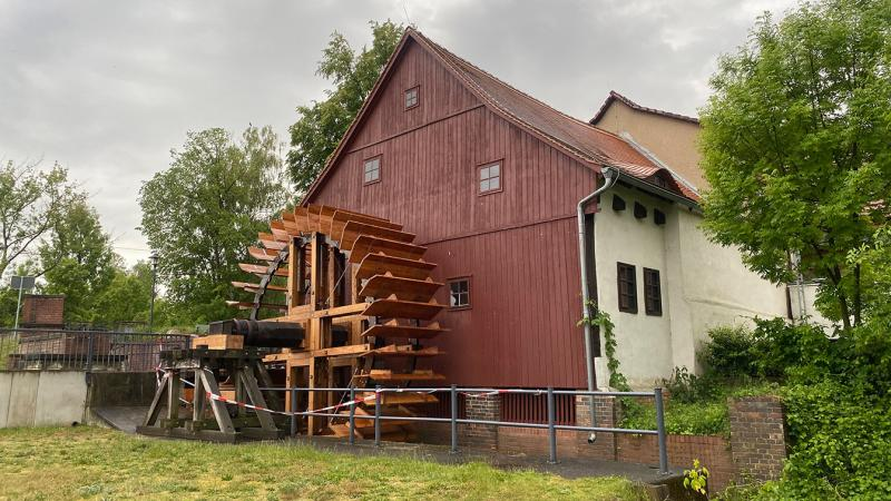 Neues Wasserrad an der Spreewehrmühle fertig gestellt