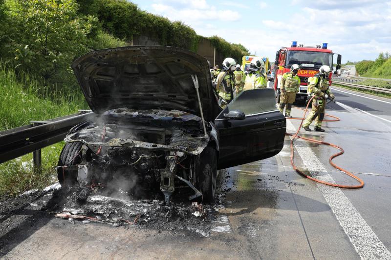 Cabrio ging während der Fahrt in Flammen auf