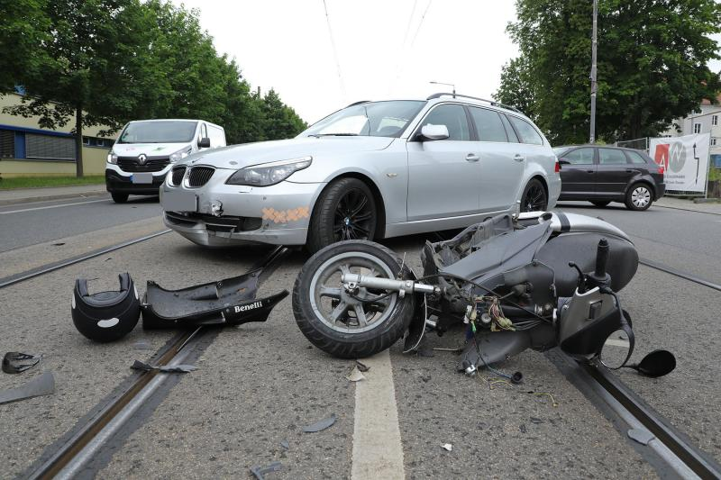 PKW kollidierte mit Motorroller