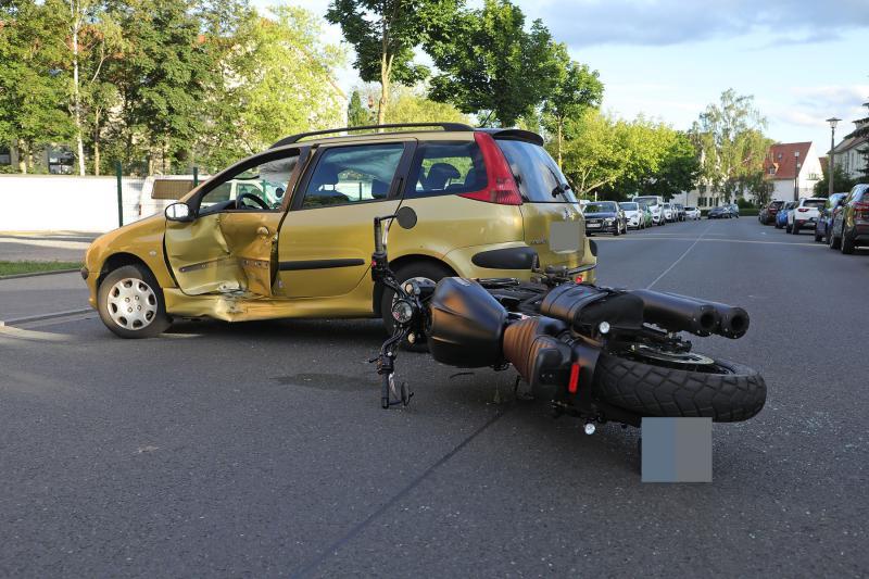 PKW kollidierte beim Ausparken mit Motorrad