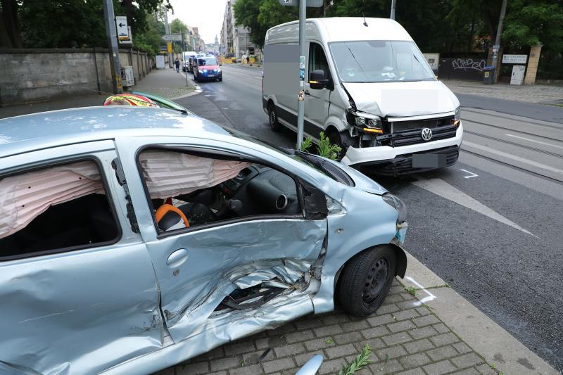 2 Fahrzeuge kollidierten auf der Bautzner Straße