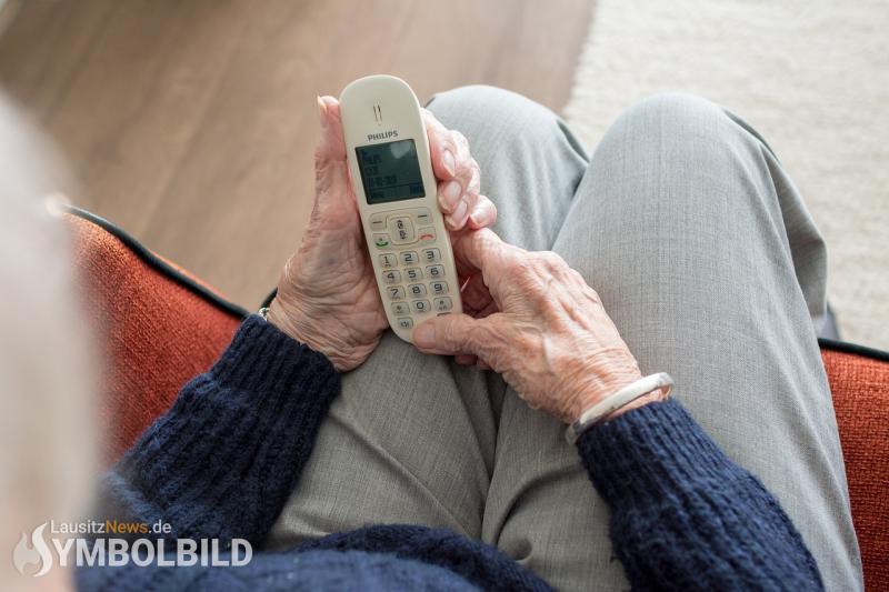 95-jähriger übergibt 5-stellige Summe