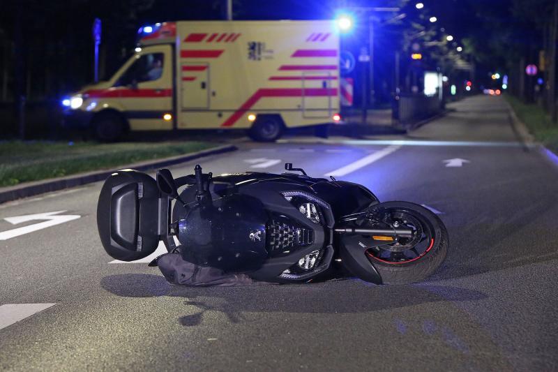 Motorroller schleuderte über die Stübelallee - 1 Schwerverletzter