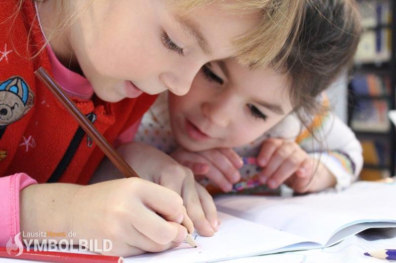 Neue Allgemeinverfügung für Schulen und Kitas vor dem Regelbetrieb