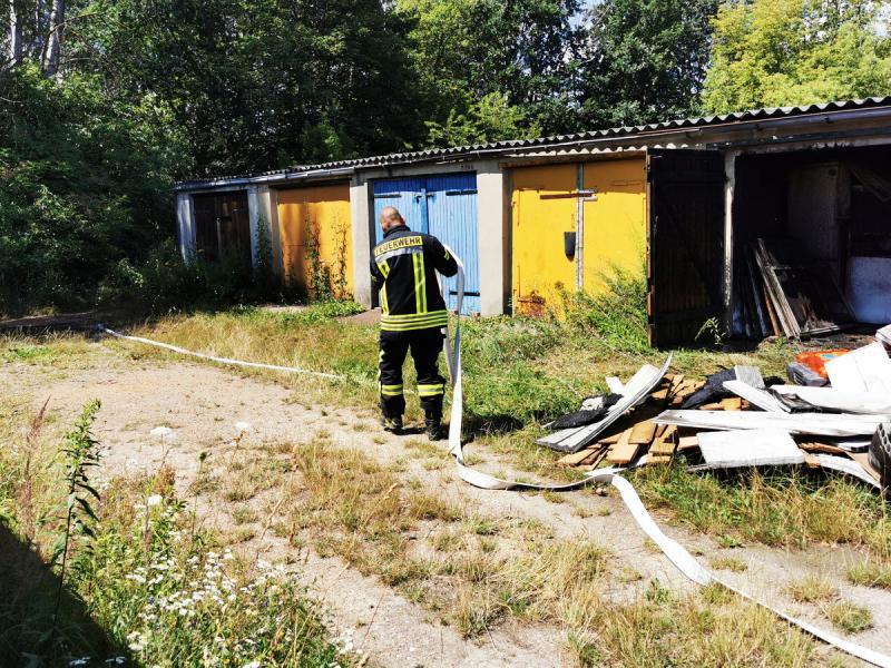 Garagenbrand sorgt für Großeinsatz der Feuerwehr