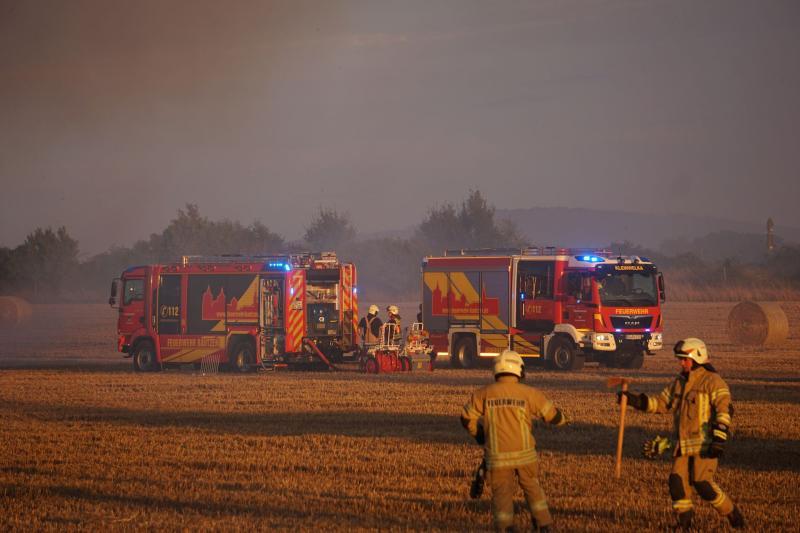1.000 Quadratmeter Feld stehen in Flammen