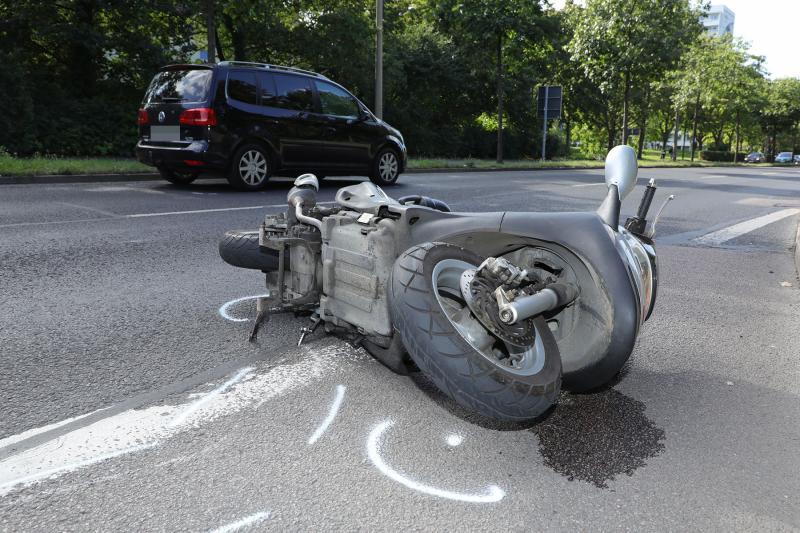 Motorroller kollidierte mit PKW