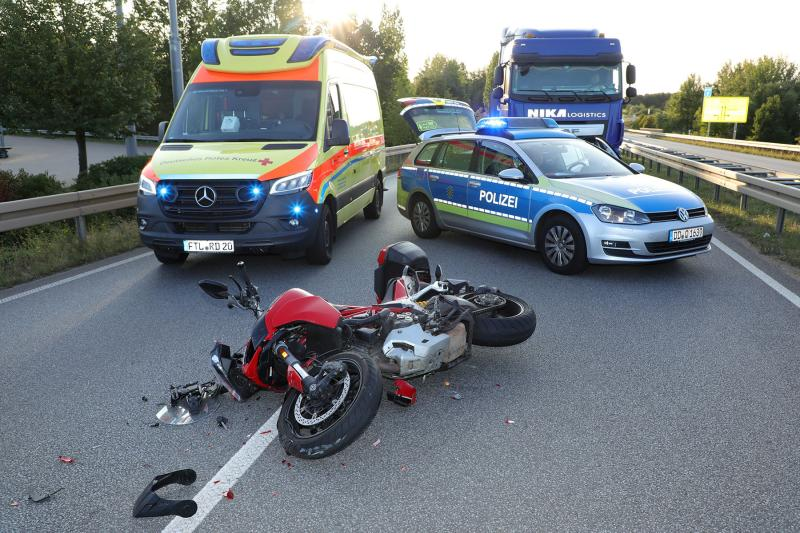 Motorrad kollidierte mit LKW