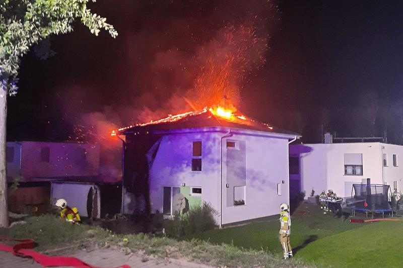 Einfamilienhaus in Flammen