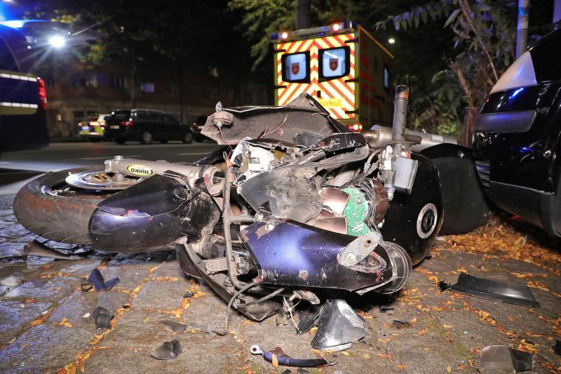 Motorradfahrer prallte gegen geparkten PKW - 1 Toter