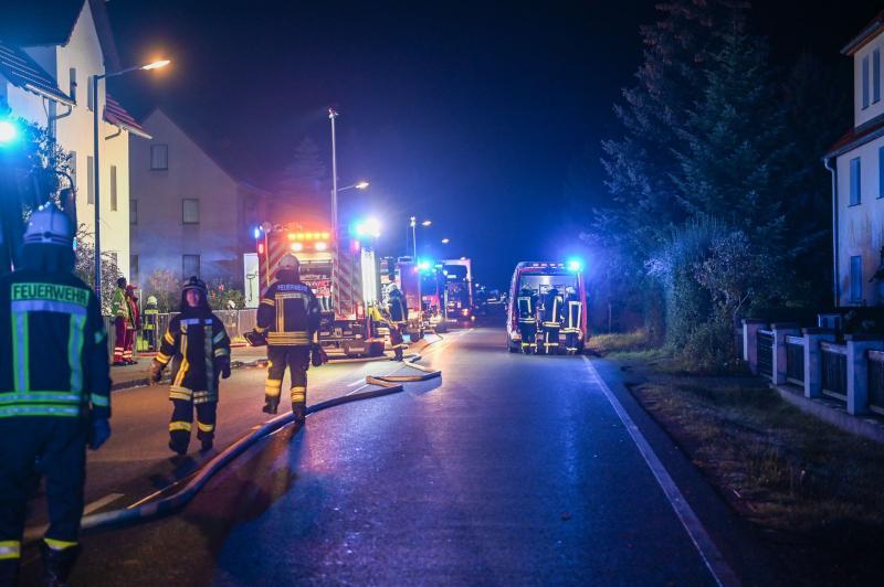 Unrat brennt in Keller: Bewohner müssen Wohnungen mit Fluchthauben verlassen