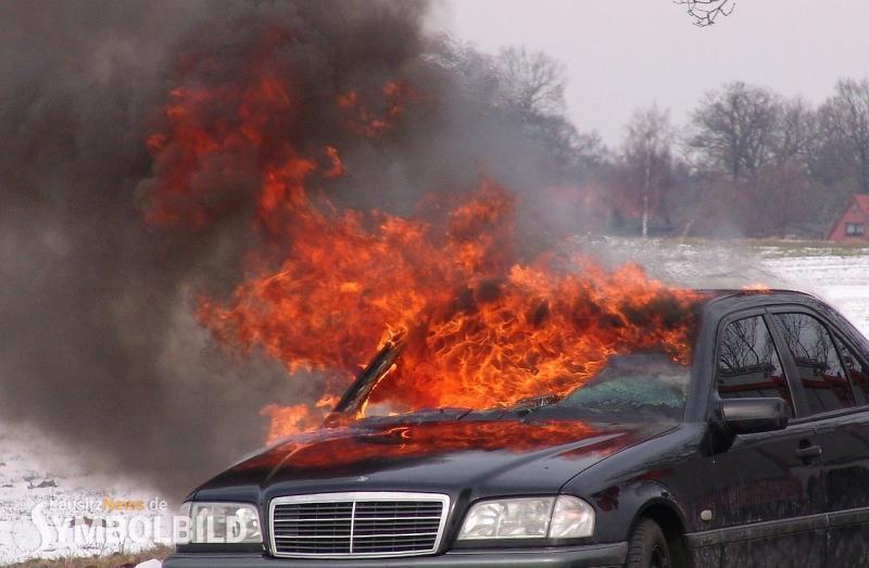 Zwei Pkw in Flammen