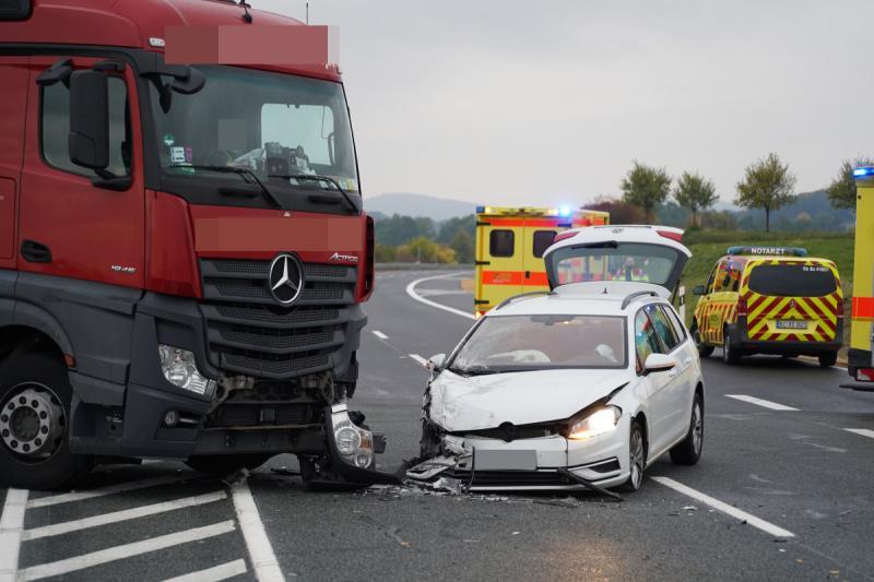 LKW fährt falsch auf B178N auf - Heftiger Crash