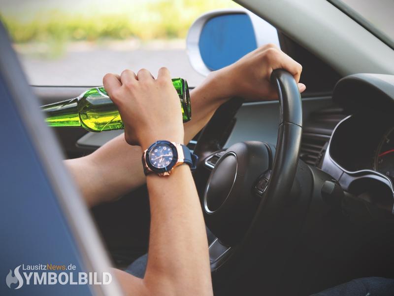 Ohne Fahrerlaubnis und betrunken mit dem Auto unterwegs