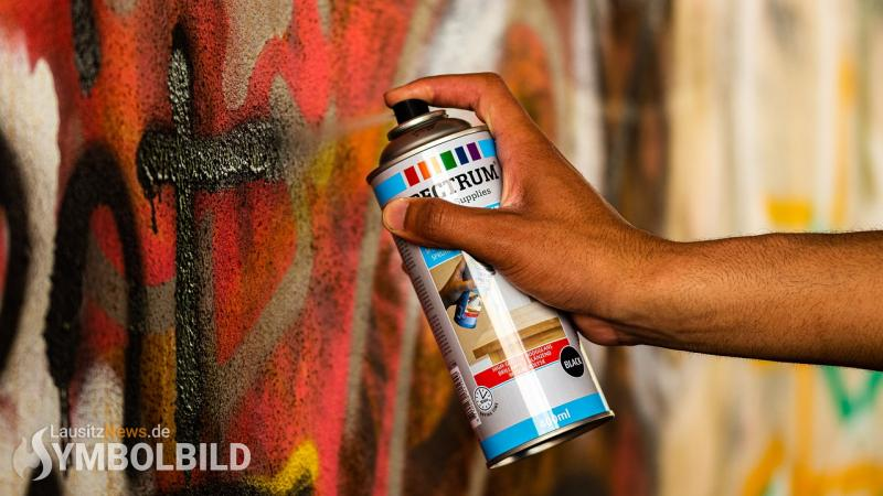 Graffiti-Sprayer auf frischer Tat gestellt