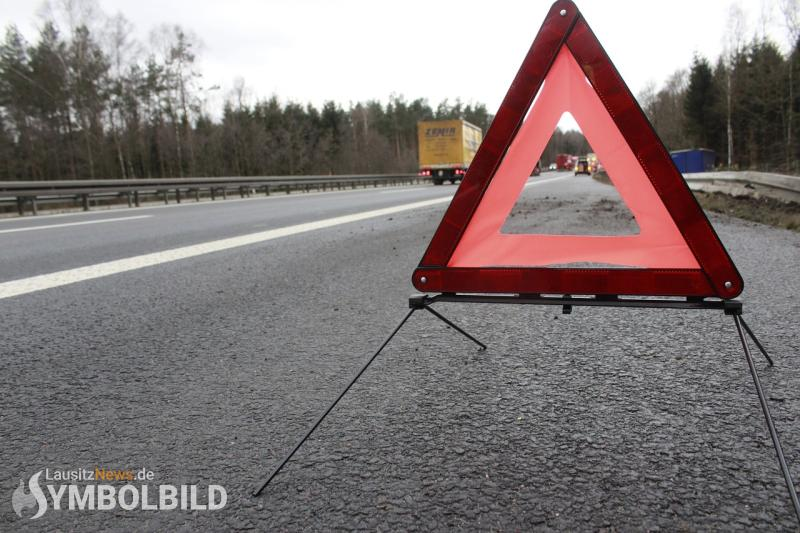 Verkehrsunfall auf Grund Aquaplaning