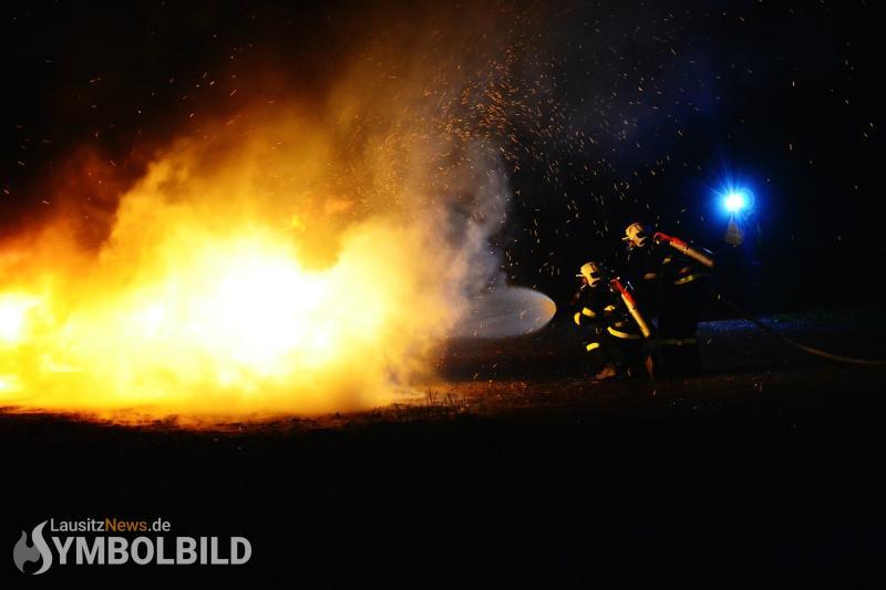 Holzstapel in Brand